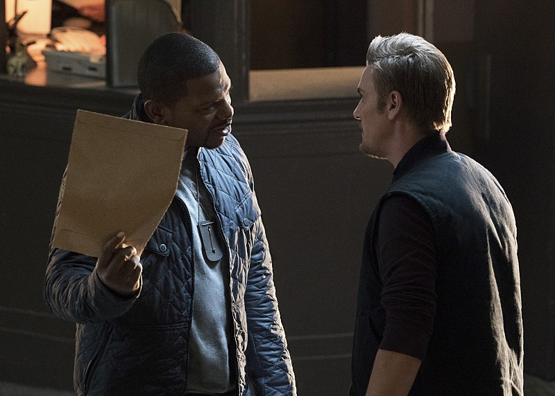 "Frequency -- ""The Near-Far Problem"" -- Image Number: FRG103a_0065.jpg -- Pictured (L-R): Mekhi Phifer as Satch and Riley Smith as Frank -- Photo: Bettina Strauss/The CW -- © 2016 The CW Network, LLC. All rights reserved."