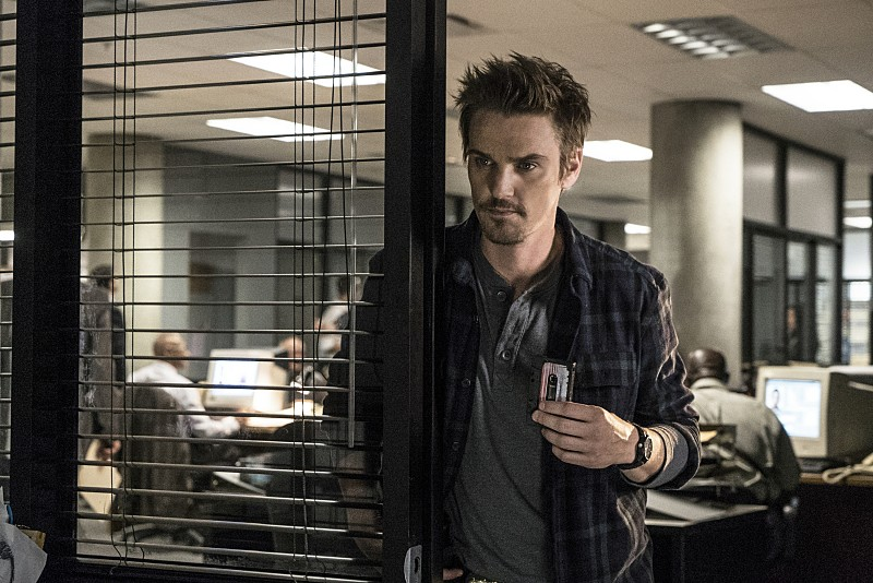 "Frequency -- ""Bleed Over"" -- Image Number: FRG105a_0076.jpg -- Pictured: Riley Smith as Frank -- Photo: Liane Hentscher/The CW -- © 2016 The CW Network, LLC. All rights reserved."