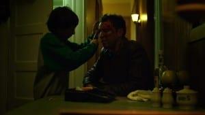 Matt curando a su padre.