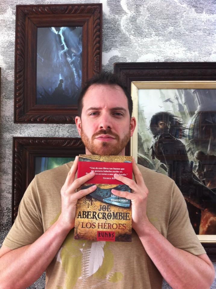 Joe Abercrombie con la novela previa a Tierras Rojas, Los Héroes