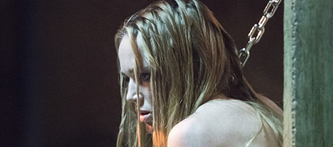 Sarah Lance, bestia sin alma encadenada en un sotano