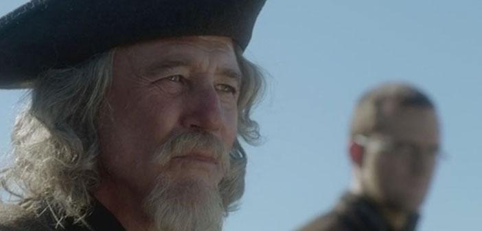 Hornigold el indultador. (Por cierto el personaje que está detrás cambió de actor de la temporada 1 a la 2 y nadie se enteró)