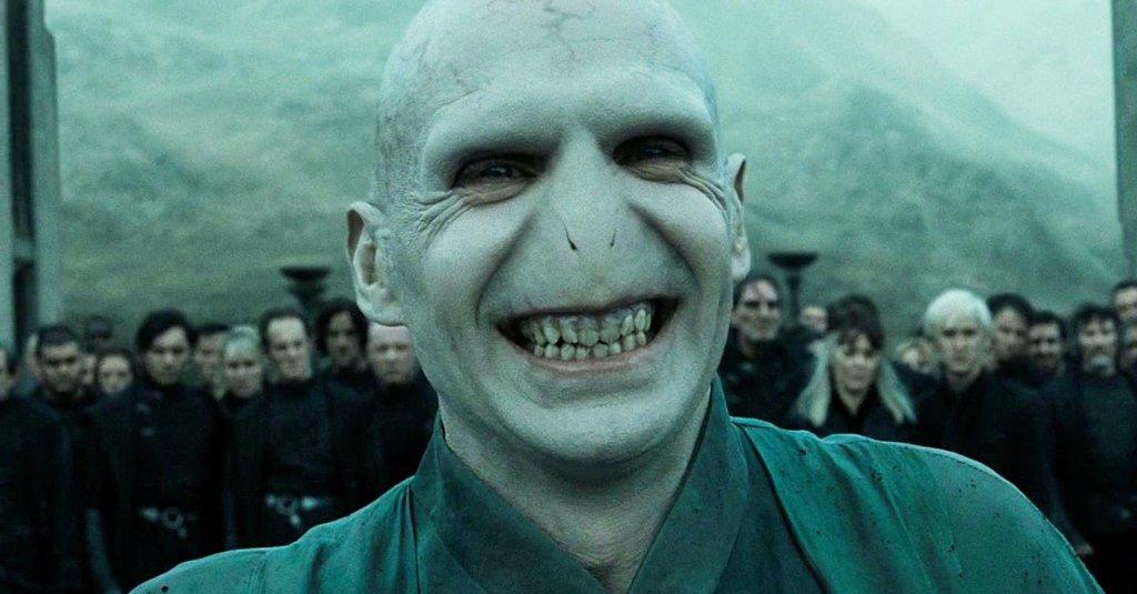 El propio Voldemort se parte cuando lo comparan con Felicity. Él es más carismático