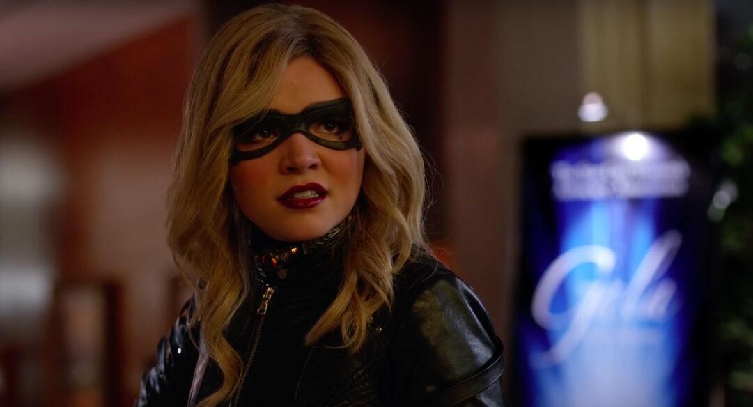 No se yo si es Felicity, con la máscara no la reconozco