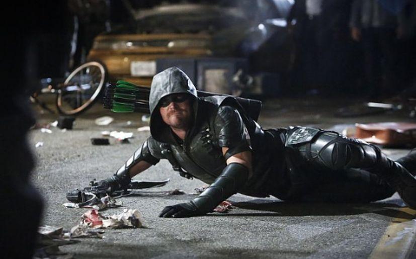 Arrow literalmente por los suelos