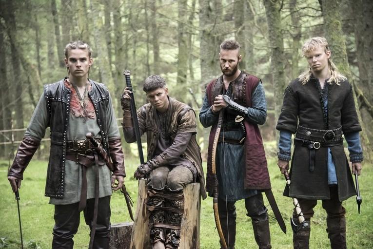 Los hermanos, ya creciditos, en la mitad de la cuarta temporada.