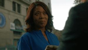 "La ""honorable"" politica Mariah Dillard (Alfre Woodard)."