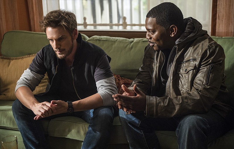 "Frequency -- ""Signal and Noise"" -- Image Number: FRG102b_0186.jpg -- Pictured (L-R): Riley Smith as Frank and Mekhi Phifer as Stan -- Photo: Diyah Pera/The CW -- © 2016 The CW Network, LLC. All rights reserved."
