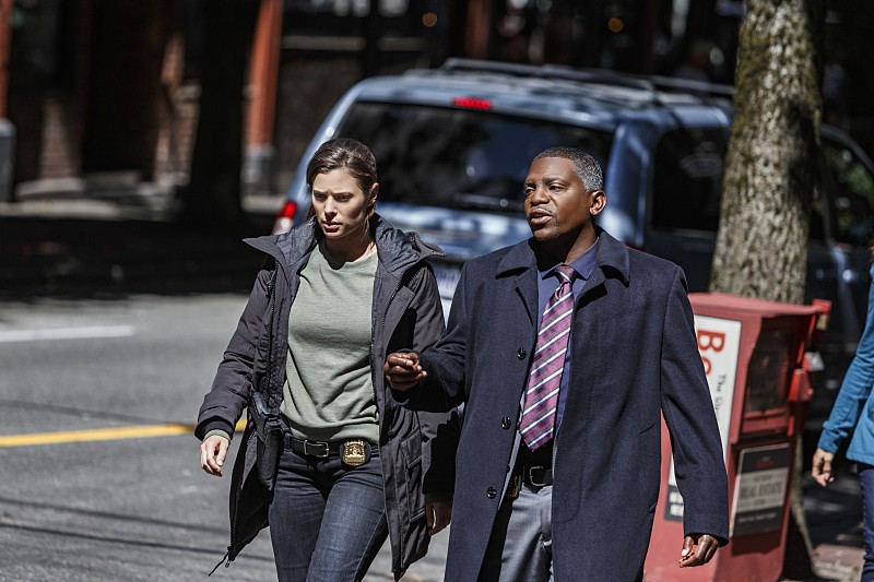 """Frequency -- """"Seven Three"""" -- Image Number: FRQ104a_0155.jpg -- Pictured (L-R): Peyton List as Raimy and Mekhi Phifer as Satch -- Photo: Michael Courtney /The CW -- © 2016 The CW Network, LLC. All rights reserved."""