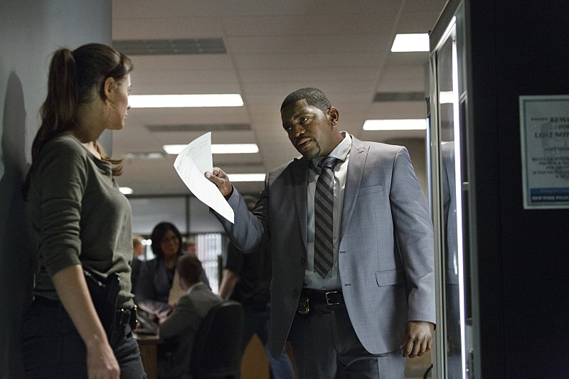 "Frequency -- ""Deviation"" -- Image Number: FRQ106a_0195.jpg -- Pictured(L-R): Peyton List as Raimy and Mekhi Phifer as Satch -- Photo: Michael Courtney/The CW -- © 2016 The CW Network, LLC. All rights reserved."