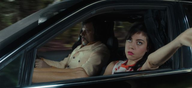 Oliver Bird huyendo con Lenny (el Rey Sombra) en coche